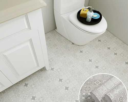 ▲浴室防滑地貼一坪約NT$800,就能為浴室帶來新氣象!
