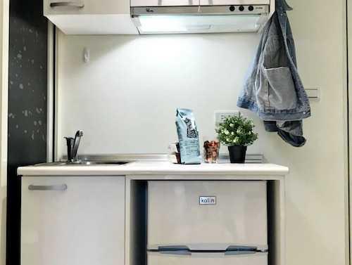 配備電磁爐和流理台的套房,可以簡單開伙。